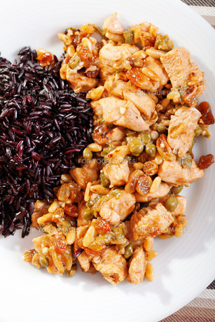 Turkey with capers and wild rice,Turkey with capers and wild rice,Turkey with capers and wild rice,Turkey with capers and wild riceの写真素材 [FYI00771105]