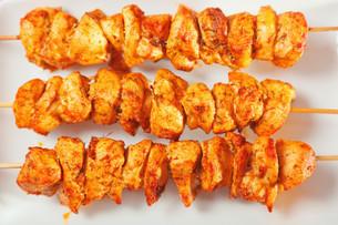 Moroccan chicken skewer,Moroccan chicken skewer,Moroccan chicken skewer,Moroccan chicken skewerの写真素材 [FYI00771116]