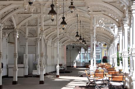 historic resort architecture in karlovy vary,czech republicの写真素材 [FYI00771393]