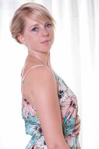 Portrait attractive young woman in summer dressの写真素材 [FYI00771410]