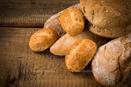 Close-up of traditional breadの写真素材 [FYI00771429]