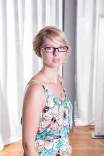 Portrait attractive young woman in summer dressの写真素材 [FYI00771443]