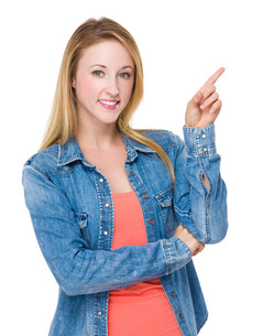 Caucasian woman with finger point upの写真素材 [FYI00771473]