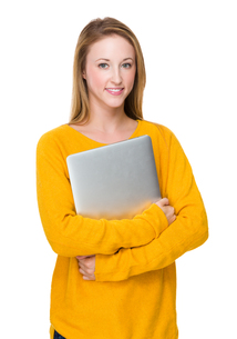 Caucasian woman hold with laptop computerの写真素材 [FYI00771528]