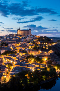 Toledo at dusk Spainの写真素材 [FYI00771627]