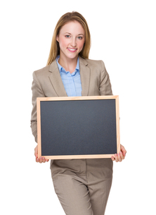 Caucasian businesswoman show with blackboardの写真素材 [FYI00771634]