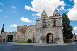 Toledo's gate Spainの写真素材 [FYI00771639]