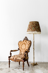 brown Royal Chair with lampの写真素材 [FYI00771689]