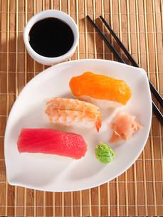 Nigiri Sushi,Nigiri Sushiの写真素材 [FYI00771800]