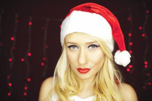 Beautiful blonde Christmas girlの写真素材 [FYI00771978]
