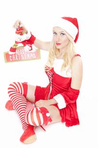 Sexy Christmas girl with Christmas decorationの写真素材 [FYI00771981]