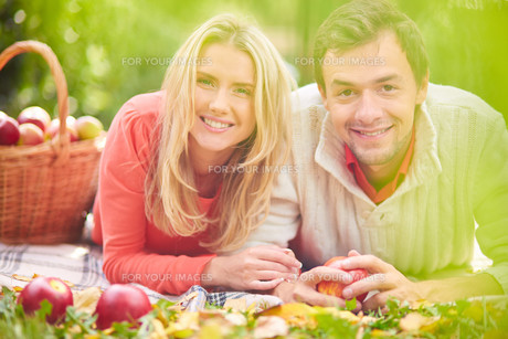 Affectionate coupleの写真素材 [FYI00772073]