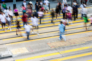People movement on crossing streetの写真素材 [FYI00772305]