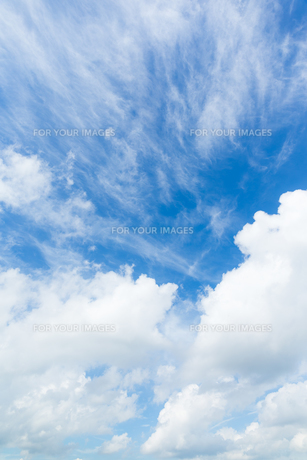 Blue sky with cloudsの素材 [FYI00772348]