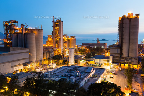 Cement Plant in Hong Kongの写真素材 [FYI00772359]