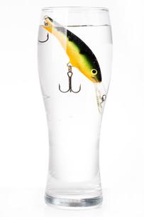 fishing bait wobbler in glass with waterの写真素材 [FYI00772423]