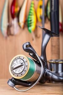 fishing bait wobbler and reel with lineの写真素材 [FYI00772460]