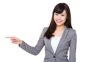Asian young businesswoman with finger point asideの素材 [FYI00772680]