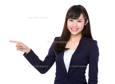 Asian young Businesswoman with finger point upの素材 [FYI00772694]