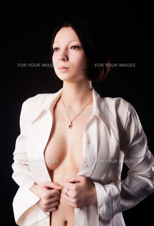 young sexy woman in white shirtの写真素材 [FYI00772812]