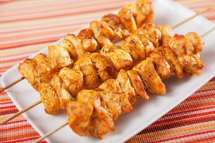 Moroccan chicken skewer,Moroccan chicken skewer,Moroccan chicken skewer,Moroccan chicken skewerの写真素材 [FYI00772957]