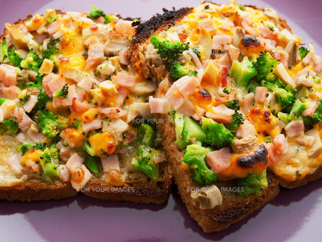 Toasts with broccoli and cheese,Toasts with broccoli and cheese,Toasts with broccoli and cheese,Toasts with broccoli and cheese,Toasts with broccoli and cheese,Toasts with broccoli and cheese,Toasts with broccoli and cheese,Toasts with broccoli and cheeseの素材 [FYI00772987]