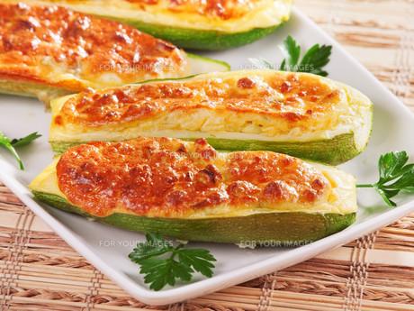 Stuffed zucchini with cheese,Stuffed zucchini with cheese,Stuffed zucchini with cheese,Stuffed zucchini with cheeseの写真素材 [FYI00773071]
