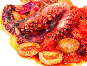 Octopus with tomato sauce and olives,Octopus with tomato sauce and olives,Octopus with tomato sauce and olives,Octopus with tomato sauce and olivesの写真素材 [FYI00773081]