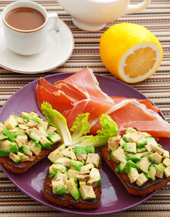 Avocado toasts with prosciutto,Avocado toasts with prosciutto,Avocado toasts with prosciutto,Avocado toasts with prosciuttoの写真素材 [FYI00773134]