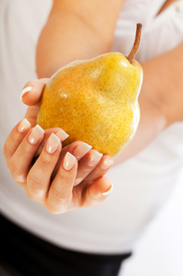 Young woman holding pear,Young woman holding pear,Young woman holding pear,Young woman holding pear,Young woman holding pear,Young woman holding pear,Young woman holding pear,Young woman holding pearの写真素材 [FYI00773257]