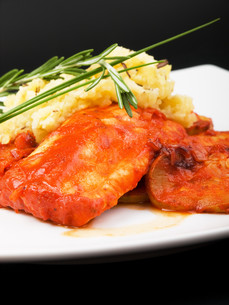 White fish in tomato sauce,White fish in tomato sauceの写真素材 [FYI00773389]
