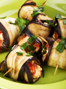 Eggplant rolls filled with cheeseの写真素材 [FYI00773417]