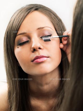 Applying make-up,Applying make-up,Applying make-up,Applying make-up,Applying make-up,Applying make-up,Applying make-up,Applying make-upの素材 [FYI00773509]