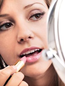 Applying make-up,Applying make-up,Applying make-up,Applying make-up,Applying make-up,Applying make-up,Applying make-up,Applying make-upの素材 [FYI00773510]