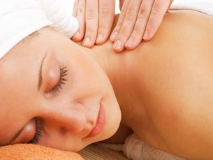 Woman having massage,Woman having massage,Woman having massage,Woman having massageの写真素材 [FYI00773608]