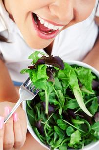 Young woman eating salad,Young woman eating salad,Young woman eating salad,Young woman eating salad,Young woman eating salad,Young woman eating salad,Young woman eating salad,Young woman eating salad,Young woman eating salad,Young woman eating salad,Youngの素材 [FYI00773695]