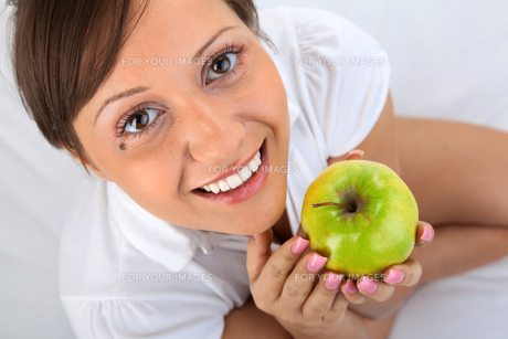 Young woman eating apple,Young woman eating apple,Young woman eating apple,Young woman eating apple,Young woman eating apple,Young woman eating apple,Young woman eating apple,Young woman eating apple,Young woman eating apple,Young woman eating apple,Youngの素材 [FYI00773703]