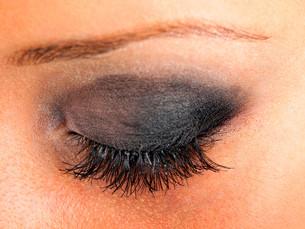 Applying make up,Applying make up,Applying make up,Applying make upの写真素材 [FYI00773880]