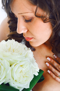 Young bride with wedding bouquet,Young bride with wedding bouquet,Young bride with wedding bouquet,Young bride with wedding bouquetの写真素材 [FYI00773926]