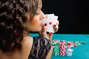 Young woman with poker cards,Young woman with poker cards,Young woman with poker cards,Young woman with poker cards,Young woman with poker cards,Young woman with poker cards,Young woman with poker cards,Young woman with poker cards,Young woman with pokerの素材 [FYI00773940]