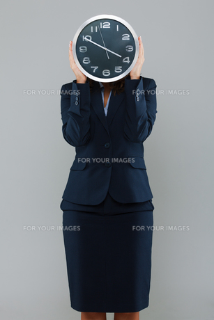 Businesswoman with a clock,Businesswoman with a clock,Businesswoman with a clock,Businesswoman with a clock,Businesswoman with a clock,Businesswoman with a clock,Businesswoman with a clock,Businesswoman with a clockの素材 [FYI00773953]