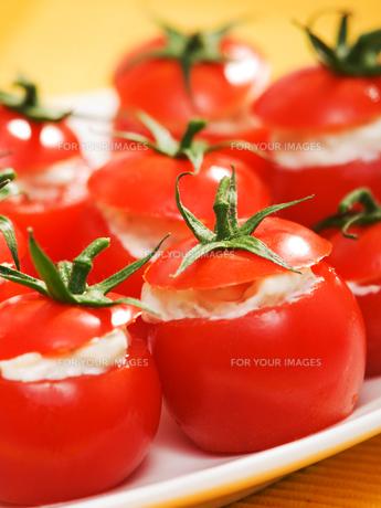 Stuffed cherry tomatoes with cheese cream,Stuffed cherry tomatoes with cheese cream,Stuffed cherry tomatoes with cheese cream,Stuffed cherry tomatoes with cheese creamの写真素材 [FYI00774172]