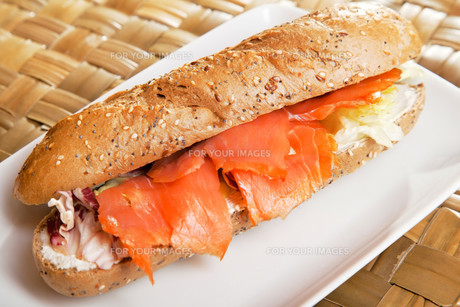 Sandwich with smoked salmon,Sandwich with smoked salmon,Sandwich with smoked salmon,Sandwich with smoked salmonの写真素材 [FYI00774198]