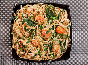 Pasta Collection - Fettuccine with salmon and spinachの写真素材 [FYI00774206]