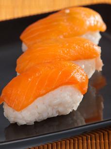 Nigiri Sushi,Nigiri Sushi,Nigiri Sushi,Nigiri Sushiの写真素材 [FYI00774251]