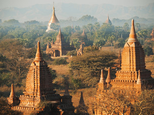 Ancient pagodas in Bagan, Myanmarの写真素材 [FYI00774286]