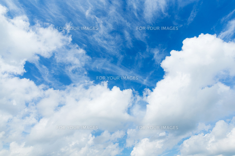 Blue sky with cloudの素材 [FYI00774611]