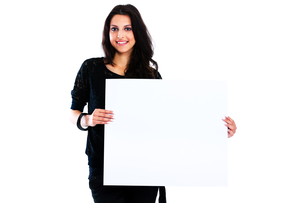 Young woman holding blank boardの写真素材 [FYI00774622]