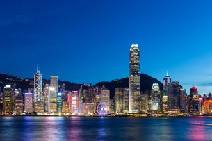 Hong Kong Island skyline at nightの写真素材 [FYI00774686]