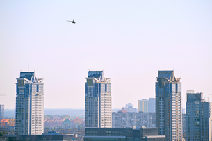 Copter over the cityの写真素材 [FYI00774721]